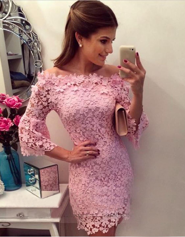 Короткое кружевное розовое платье